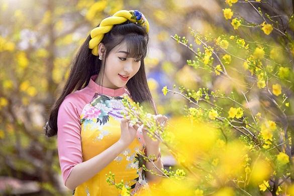 Nhờ sự tươi tắn của hoa để tăng sự nổi bật của bạn