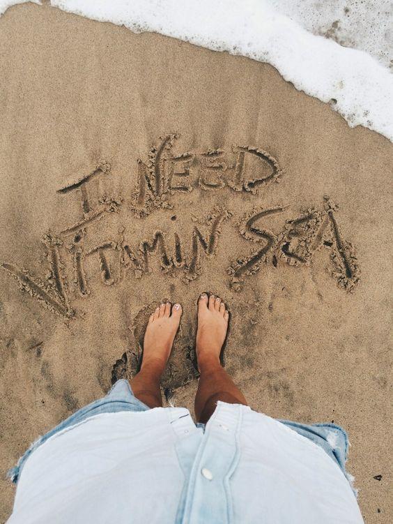 Một bức ảnh khá thú vị khi chữ được vẽ trên cát