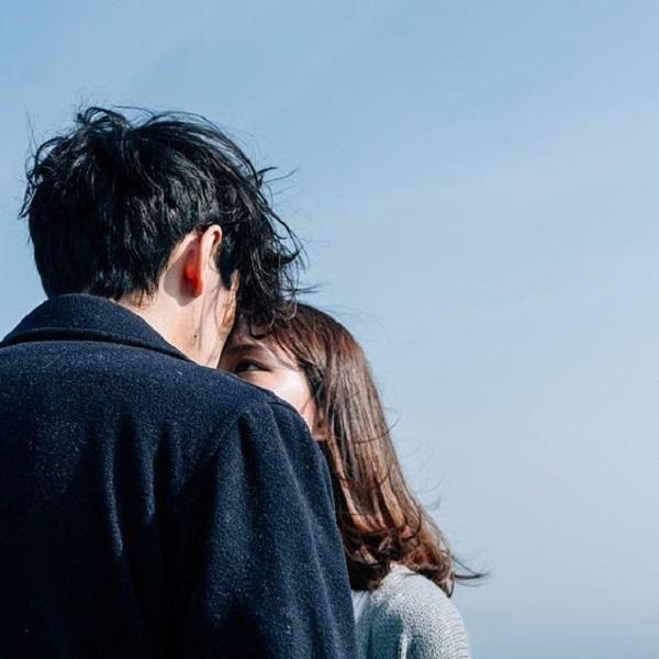 Sự thân mật của cặp đôi làm tan chảy người xem