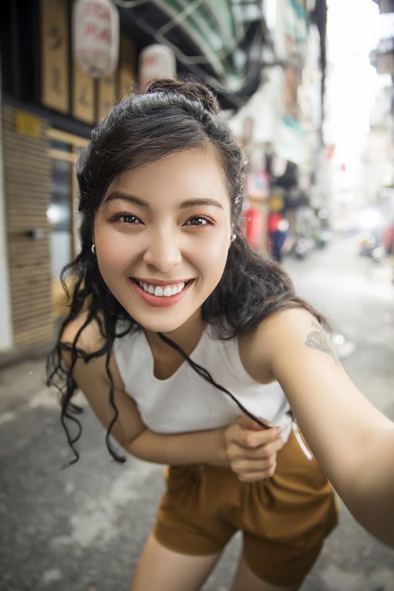 Camera selfie 44MP có khả năng tự động lấy nét theo mắt