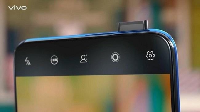 Để sở hữu màn hình tràn viền, vivo đã thiết kế camera selfie pop up cho vivo v15