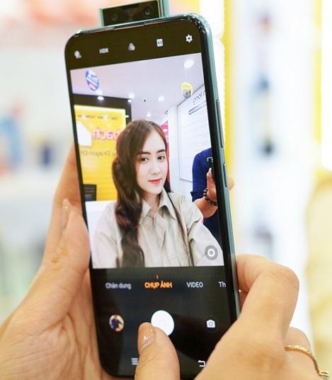 Chụp ảnh selfie bằng vivo V17 Pro