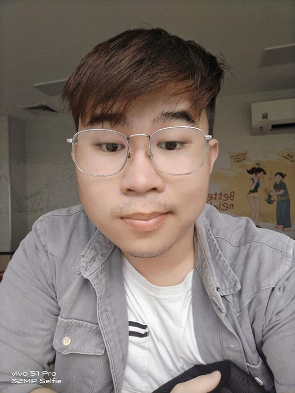 Ảnh chụp selfie bằng vivo S1 Pro trong điều kiện thiếu sáng