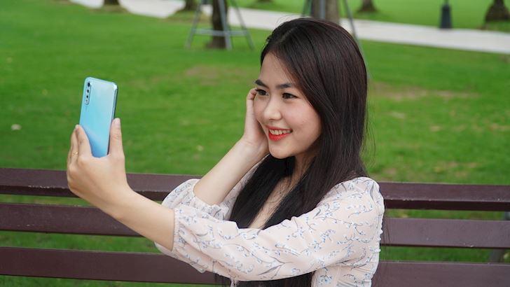 Camera selfie tích hợp AI vivo S1