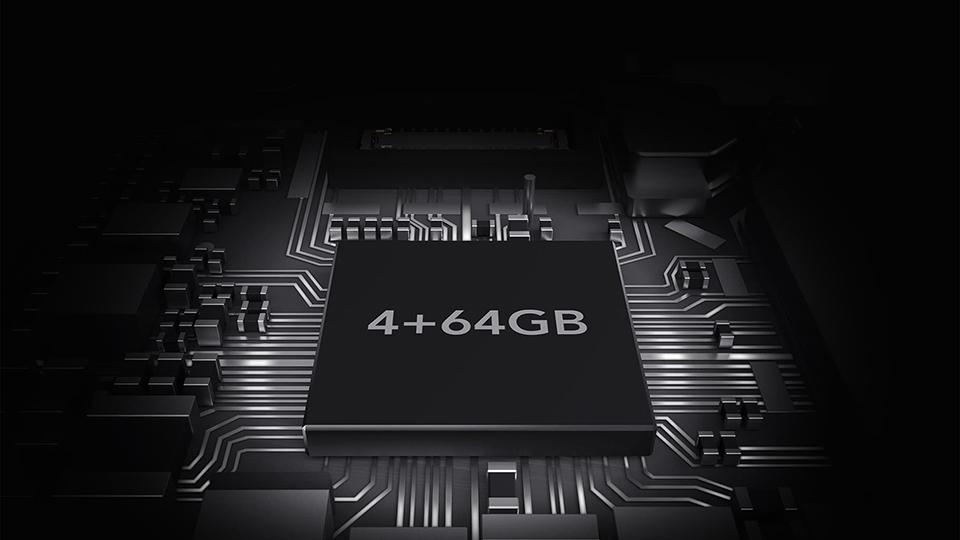 Bộ nhớ trong 64GB và RAM 4GB giúp lưu trữ nhiều dữ liệu