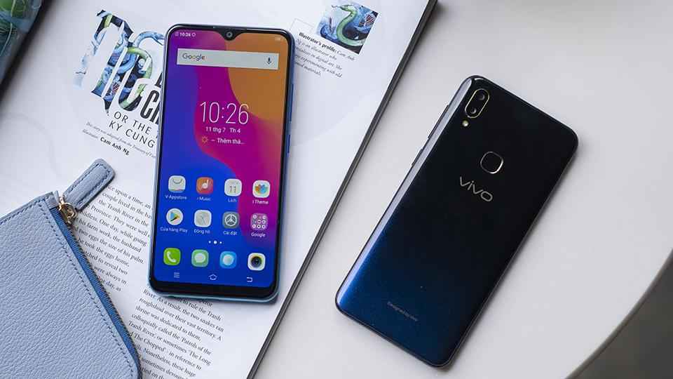 Y91 sở hữu thiết kế mặt lưng chuyển sắc gradient độc đáo, thu hút ánh nhìn.