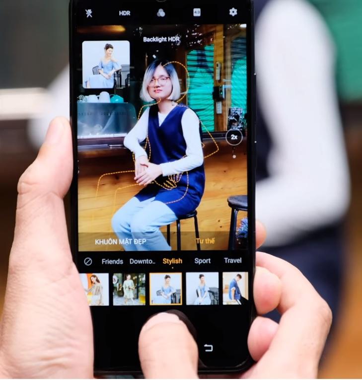 Chế độ Chuyên gia tạo dáng khi chụp ảnh trên điện thoại camera đẹp vivo Y19