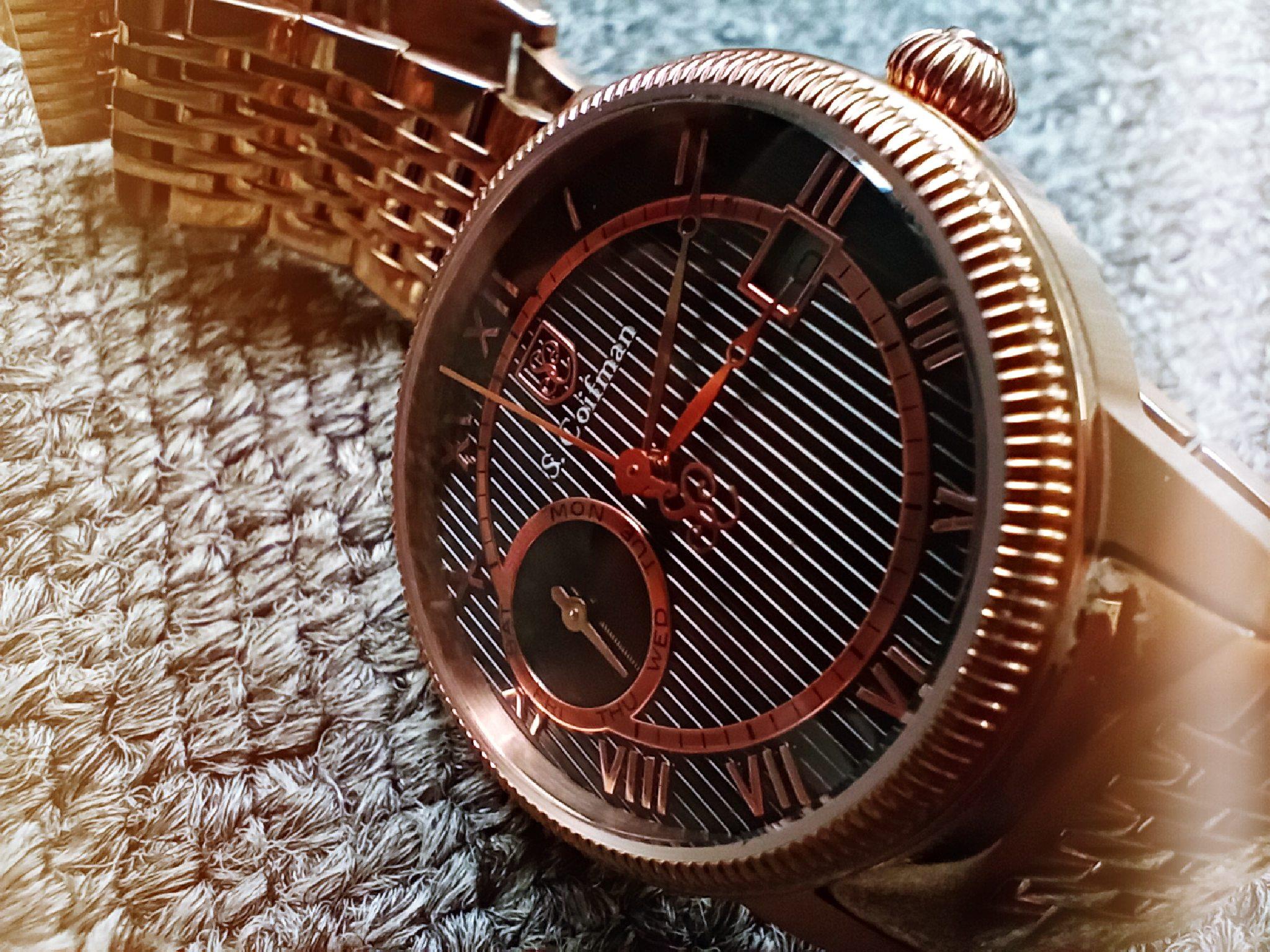 Đồng hồ đeo tay được chụp siêu cận bằng vivo Y19